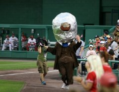 Teddy Roosevelt wears space helmet to commemorate moon landing during the Washington Nationals presidents race
