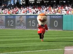 Teddy Roosevelt cheats in the Washington Nationals presidents race at Nationals Park