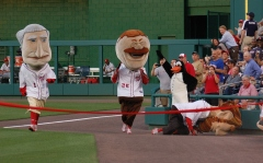 Presidents Race - Rally Penguin takes down Abe