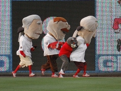 "Panther ""That Cat"" tackles Thomas Jefferson during the Nationals Presidents Race"