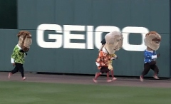 Washington Nationals presidents race in Hawaiian Shirts