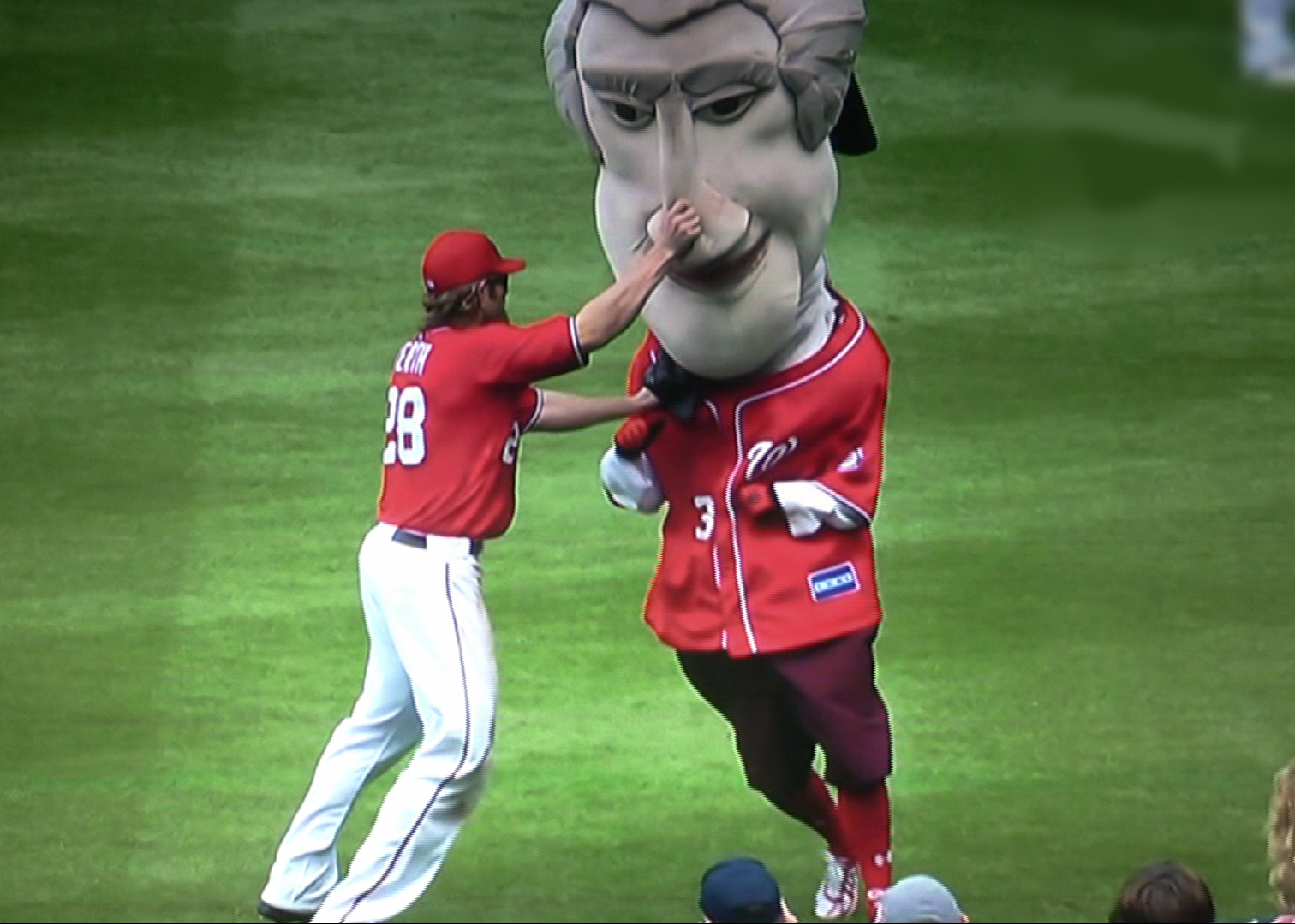 Video presidents race chaos as jayson werth takes the tape let