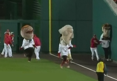 Washington Nationals Bullpen interferes with Presidents Race