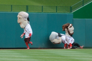 Washington Nationals Racing Presidents get tied up in their shoelaces