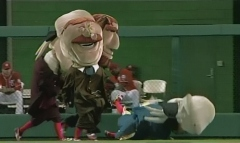 Nationals Presidents Race Teddy Roosevelt pushes George Washington on ESPN Sunday Night Baseball