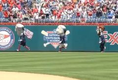 Independence Day Thomas Jefferson wins the Presidents Race at Nationals Park