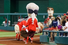 Nationals Teddy Roosevelt gets tackled by George Washington