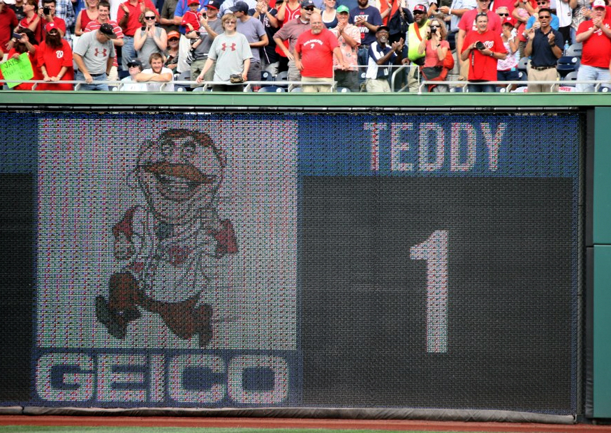 Teddy Roosevelt wins his first presidents race at Nationals Park