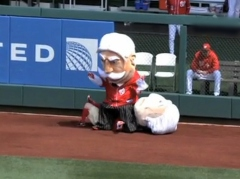 Nationals Racing President William Howard Taft Sits on George Washington