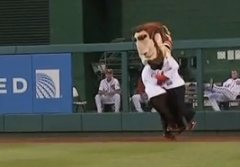 Abe Lincoln tackles Teddy Roosevelt Nationals Presidents Race 7-5-13