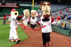 Abe Lincoln wins game 1 presidents race