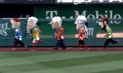 Racing presidents in Hawaiian Shirts Abe wins
