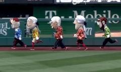 Racing presidents in Hawaiian Shirts Abe wins