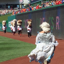 Martha Washington knocks out five racing presidents with her purse