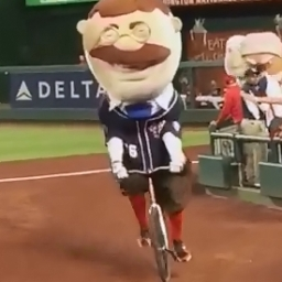 Video: Teddy Roosevelt rides bicycle to presidents race victory on Earth Day
