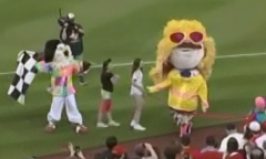 Racing presidents walk like an Egyptian 80s Night Teddy Roosevelt wins